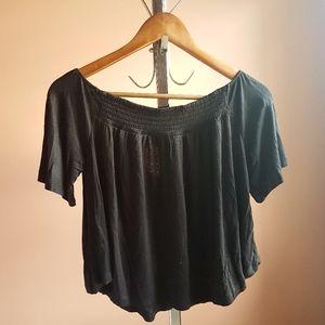 2/15✨ Soft Flowy Black Shirt